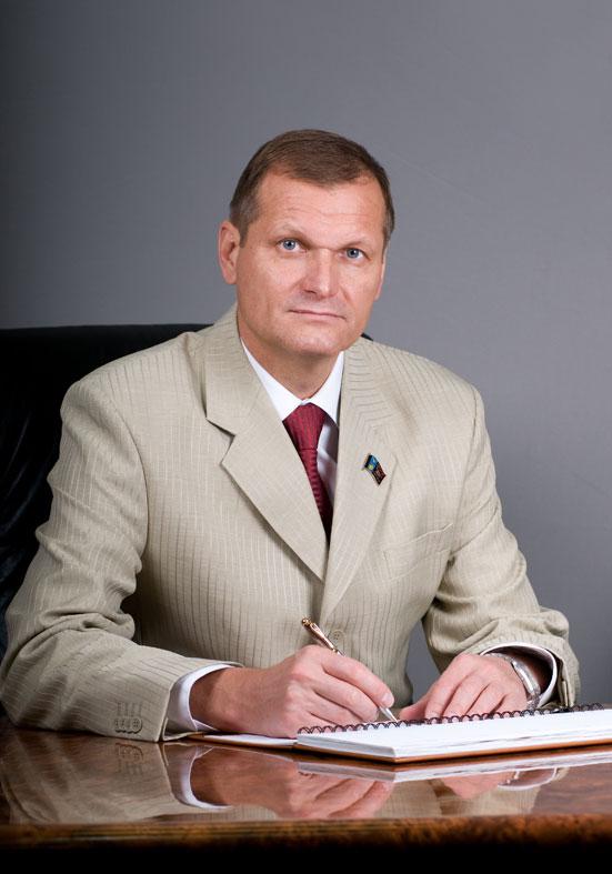 глава Мирного Сергеев Юрий Борисович