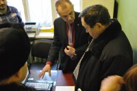 На фото: директор МУП МЖКК Виктор Бурнаев докладывает о преимуществах системы МАСУЭ