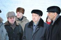 На фото: директор МУП ЖЭУ Даир Рагимханов докладывает Александру Поликарпову о ходе работ на котельных