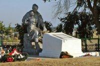 На братских могилах не ставят крестов…