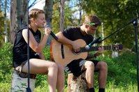 Студенческие посиделки у костра и песни под гитару