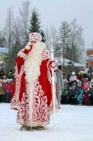 Дед Мороз на елке нашей самый главный из гостей!