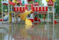 Играм в «кремле» мешает водоем