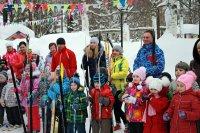 Семья на лыжне
