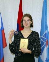 Выпускнице средней школы № 1 Наталии Лисицыной вручен диплом и нагрудный знак «Золотая надежда Архангельской области»